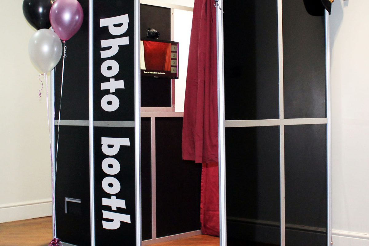 Make Your Corporate Event More Colorful With Photo Booth Hire