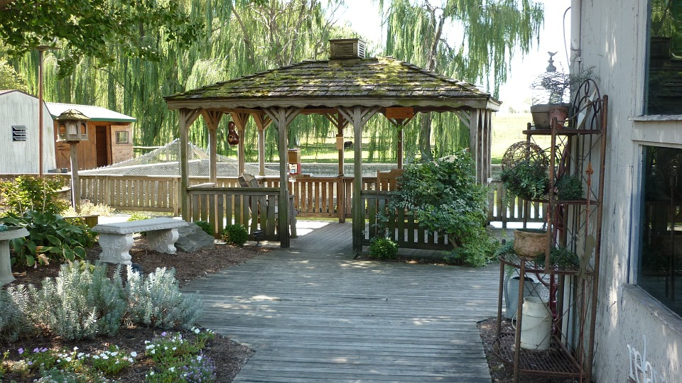 Tips to Select the Best Decks and Pergola Builders in Sydney