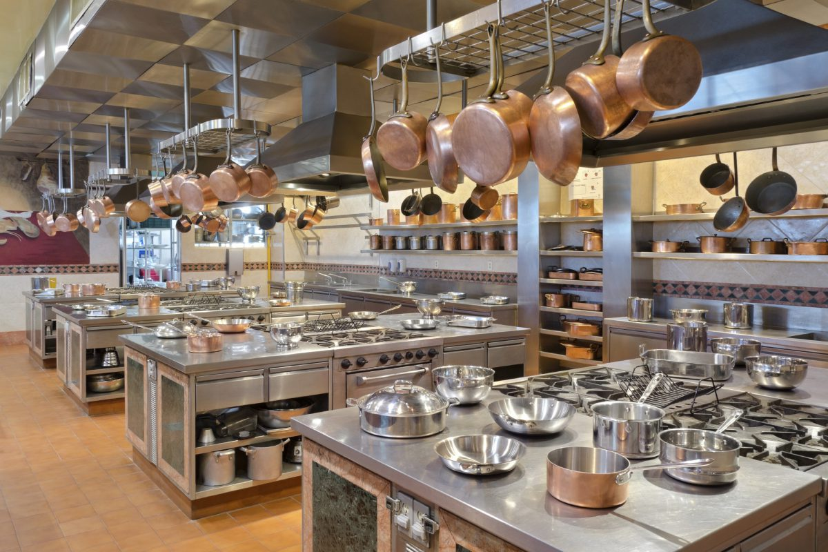 Top 4 Things To Be Considered When You Are Choosing The Commercial Kitchen Equipment In Sydney