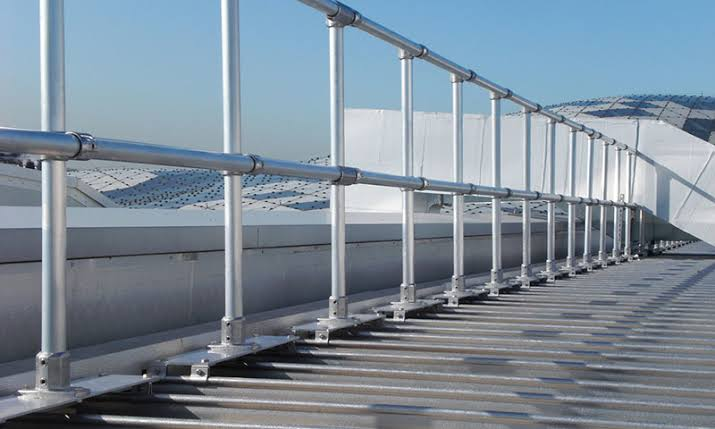 How To Find The Right And Safe Railing System For The Rooftop