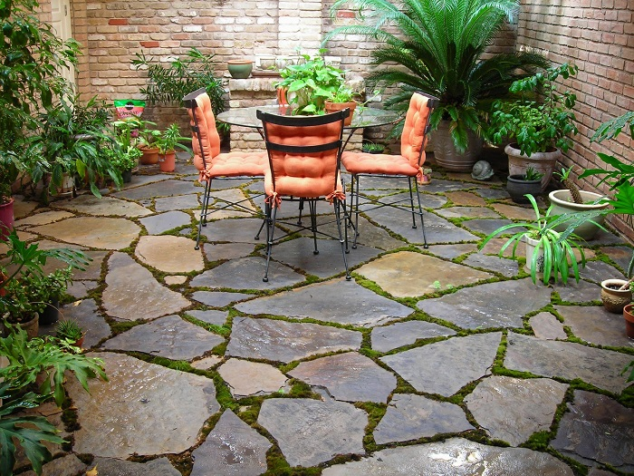 Concrete look floor tiles are immune to the weather. Meaning, in all weather conditions, these tiles live up to your standards. You are also able to use them as outdoor paving tiles