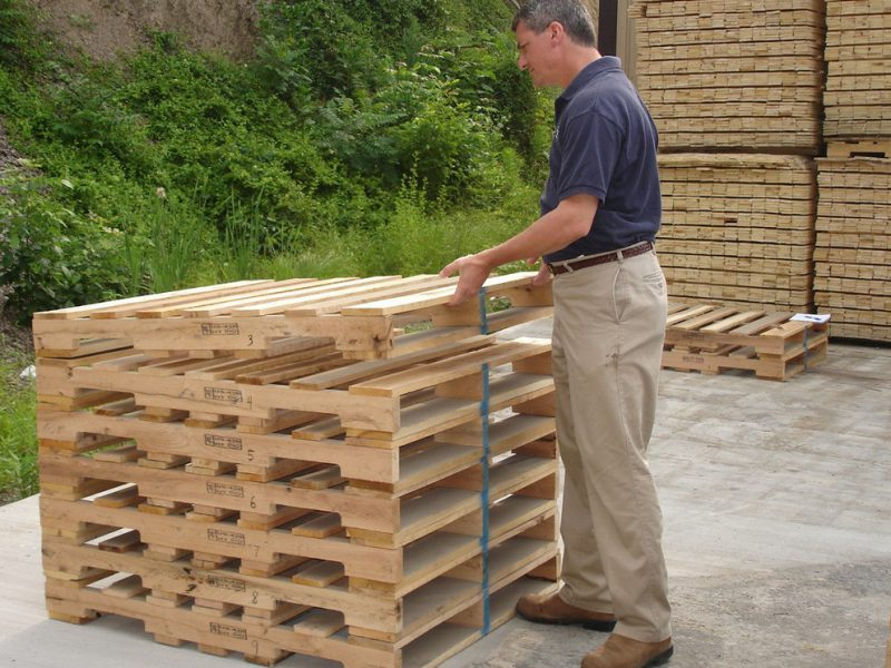 Why Should You Buy Wood Pallets?