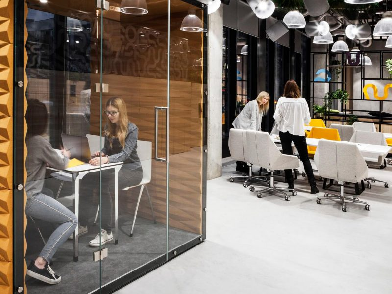 What Things To Know Before Choosing Workable Office Space To Grow Your Business
