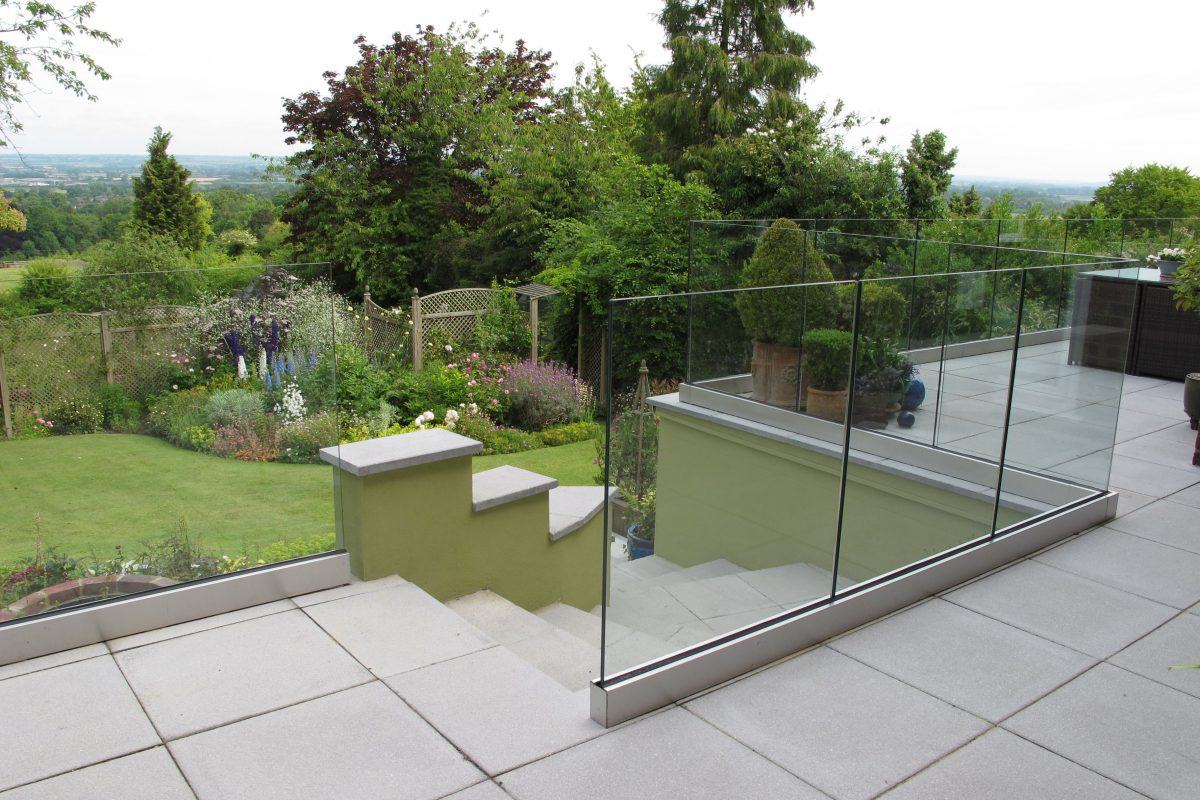 What Are The Specialty Features Related To Frameless Glass Balustrade