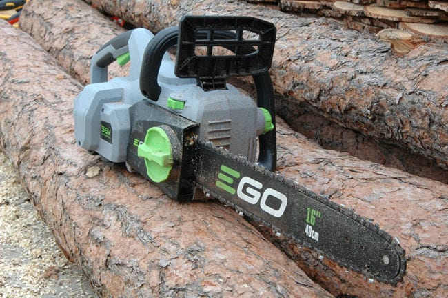 List of benefits of buying a battery powered chainsaw