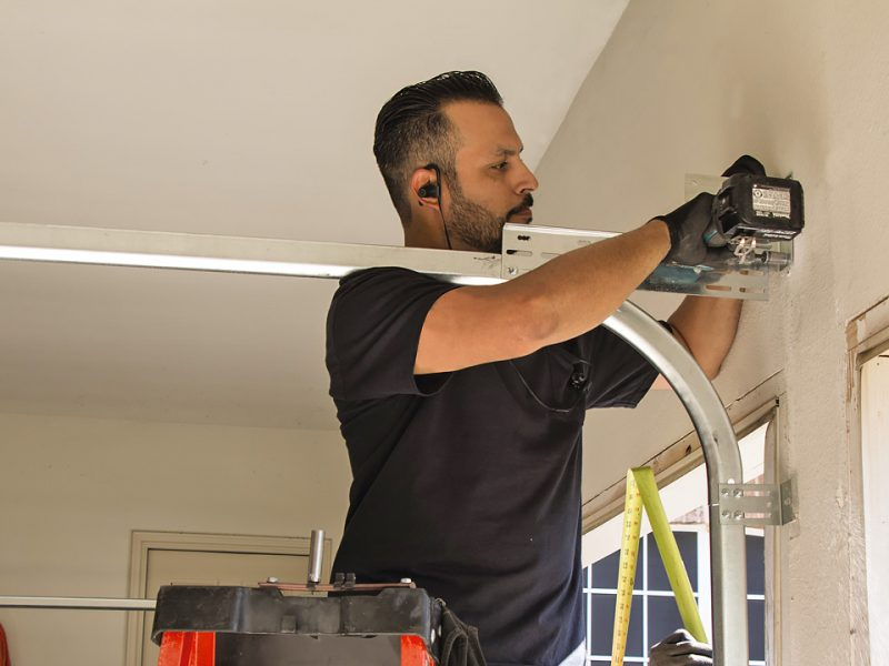 A Complete Guide On Garage Door Repair