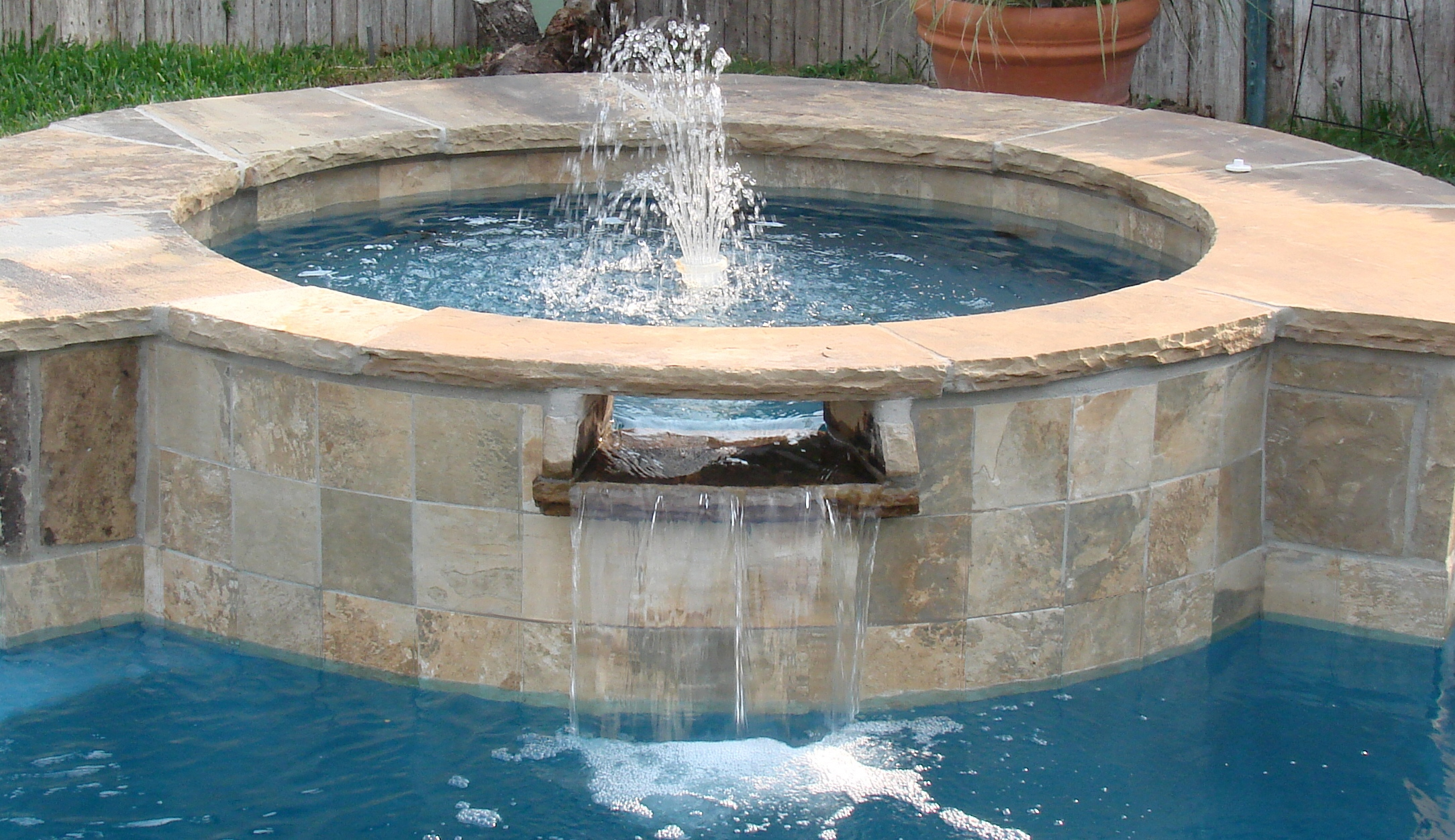 How to Pick Right Pool Coping Tiles for a perfect look?