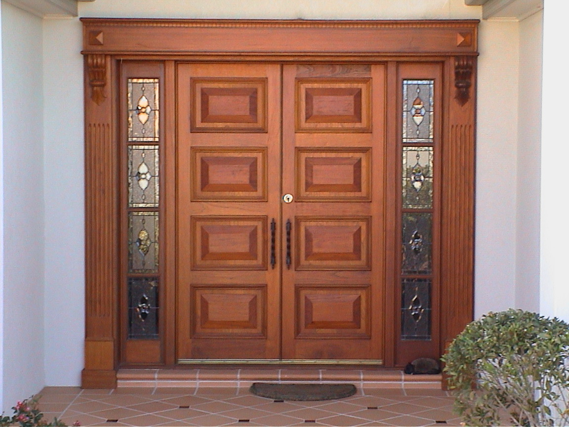 What are the lucrative leverages of Double Front Entry Glass Timber Doors?
